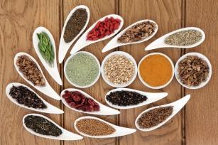 Przyprawy i zioła na wątrobę. Poznaj 7 najczęściej polecanych!