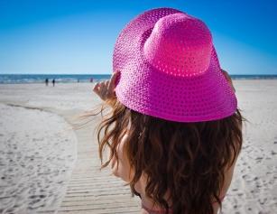 Wakacyjne SOS dla włosów – jak chronić włosy przed słońcem?