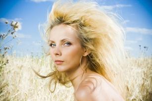 Poznaj sposoby na skuteczną regenerację włosów po wakacjach!