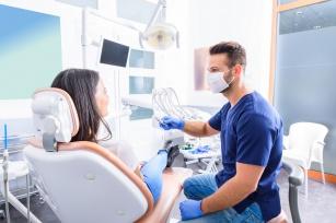 Niezbędne akcesoria dezynfekujące w gabinecie dentystycznym