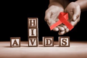 Jak ustrzec się przed HIV i AIDS? Poznaj przyczyny zakażenia.
