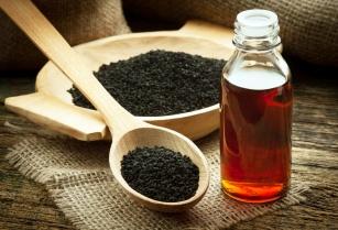 Olej z czarnuszki hamuje rozwój raka! Sprawdź jakie jeszcze posiada właściwości zdrowotne