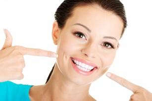 Wybielaj zęby produktami, które masz na wyciagnięcie ręki.