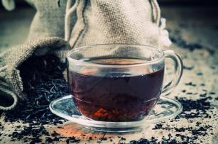 Fakty i mity o czarnej herbacie. Pomaga czy szkodzi?