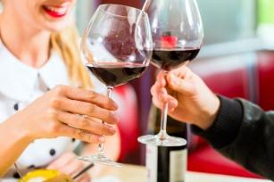 Czerwone wino na zdrowie – poznaj jego 15 prozdrowotnych właściwości.