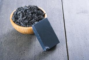 Savon Noir, czyli czarne mydło sposobem na idealnie gładką skórę!