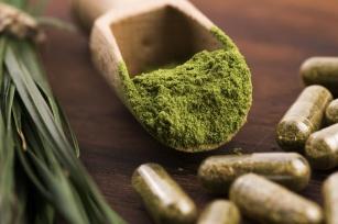 Zielony jęczmień pod lupą. Czy naprawdę pomaga schudnąć?