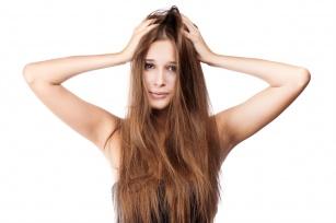Zabiegi keratynowe dla włosów. Jak odpowiednio nawilżyć włosy?