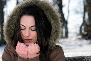 Jak zadbać zimą o suche i zmarznięte dłonie?