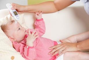 Małe dzieci i przeziębienie – czym leczyć? Poznaj 10 skutecznych sposobów na przeziębienie Twojego dziecka!