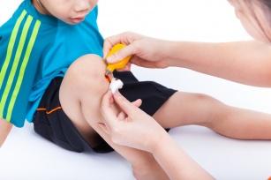 Jak opatrywać rany skóry u dziecka? Jak zagoić ranę?