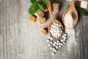 Dobra i bezpieczna alternatywa dla cukru? Fakty i mity na temat stewii