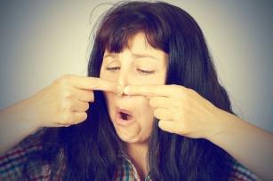 Co wpływa na występowanie trądziku u dorosłych i jak sobie z nim radzić?