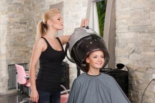 Sauna na włosy - na czym polega ozonowe spa dla włosów?