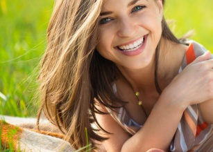 Wybielanie zębów: 6 sprawdzonych, domowych sposobów