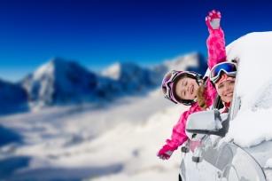 Ferie - czas wyjazdów. Lista leków, które musisz  zabrać na zimową wycieczkę!