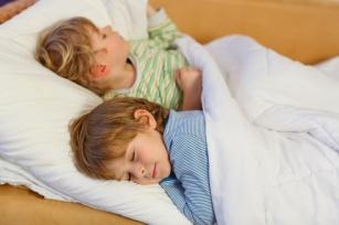 Bezwiedne oddawanie moczu nocą u dzieci - to można leczyć!