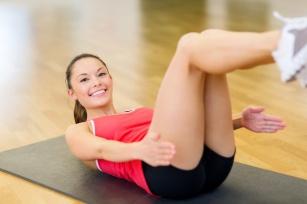 Jak prawidłowo ćwiczyć, aby osiągnąć płaski brzuch?