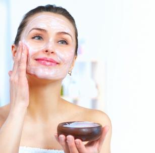Skuteczne i tanie. Domowe sposoby na oczyszczenie skóry twarzy
