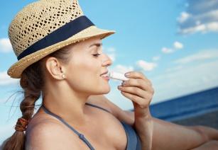 Pomadki ochronne na lato – które wybrać?
