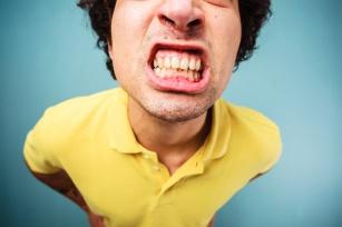 Domowe sposoby na wybielanie zębów – jak wybielić zęby w domu?
