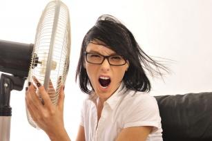 Upalne dni spowalniają Twoją pracę? Poznaj 6 trików jak przetrwać latem w biurze!