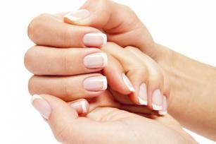 W jaki sposób odżywić i zregenerować skórki przy paznokciach?