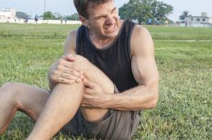 Ból stawu kolanowego – przyczyny i porady