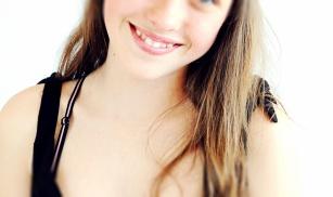 Krzywe zęby: przyczyny, skutki nieleczenia. Jak to naprawić?