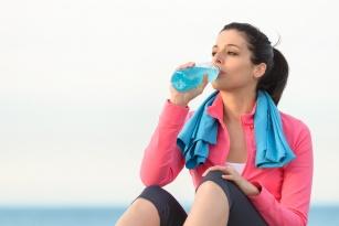 Izotonik – zdrowa pomoc dla sportowców! Kiedy go stosować?
