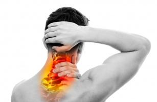 Zwyrodnienie kręgosłupa szyjnego. Poznaj przyczyny, objaw oraz metody leczenia tego schorzenia.