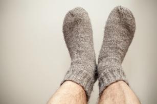 Zimne stopy i dłonie to częsty symptom groźnej choroby!