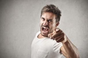 Często wybuchasz gniewem? Wiemy, jak temu zaradzić i ograniczyć liczbę ofiar werbalnych!