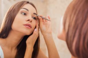Jak prawidłowo regulować brwi? Poradnik krok po kroku