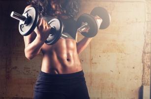 Jak pracować nad masą mięśniową? Poznaj skuteczne sposoby.