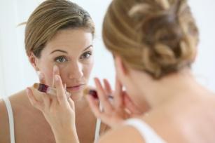 Zatrzymaj czas, czyli pielęgnacja skóry wokół oczu