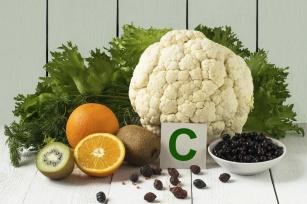 Niedoceniania witamina C. Środek na starzenie, krążenie i raka