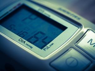 Jak wybrać dobry ciśnieniomierz? Kilka praktycznych wskazówek