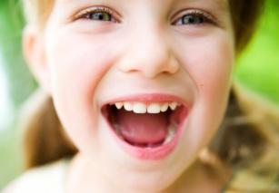 Stomatologia dziecięca: lakowanie zębów, czyli profilaktyka przeciwpróchnicza.
