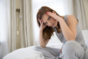 Cykl miesiączkowy a stres? Sprawdź, jak silna jest to zależność.