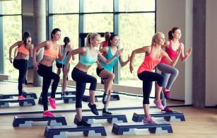 Spal do 1200 kalorii w godzinę! Jak wybrać ćwiczenia, które przyśpieszą odchudzanie?