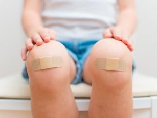 Mamo plasterek! – czyli jak radzić sobie z urazami u malucha?