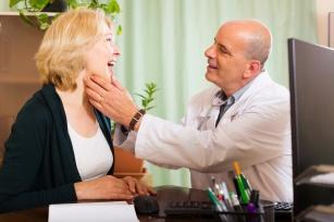 Tarczyca i choroba Hashimoto. 10 głównych objawów! Czy to choroba typowo kobieca? Poznaj przyczyny!