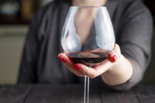 Alkohol na diecie odchudzającej. Jak pić alkohol, żeby nie przytyć?