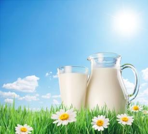 Mleko UHT. Co to jest za mleko i jakie są jego zalety?