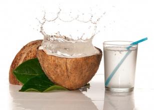Woda kokosowa - zdrowia Ci doda! Czy wiesz jakie właściwości posiada?