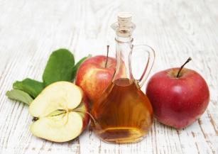 Czy ocet jabłkowy wspomaga odchudzanie? Przeglądamy najnowsze badania!