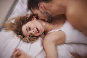 Masz problem z orgazmem? Sprawdź, dlaczego i jak można temu zaradzić.