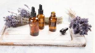Lawenda i olejek lawendowy – jakie mają właściwości