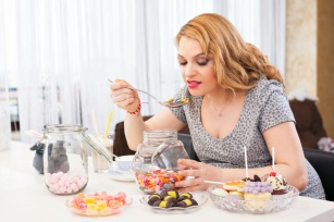 Kilka praktycznych rad, które pomogą ci odstawić słodycze i schudnąć!